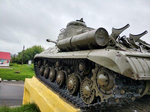 ИС -2 в Стародубе. Памятник танкистам.