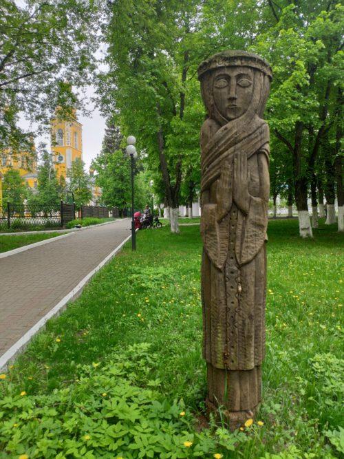 скульптура из дерева клинцы женщина