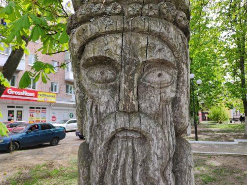 Деревянная скульптура в Клинцах «Старец»