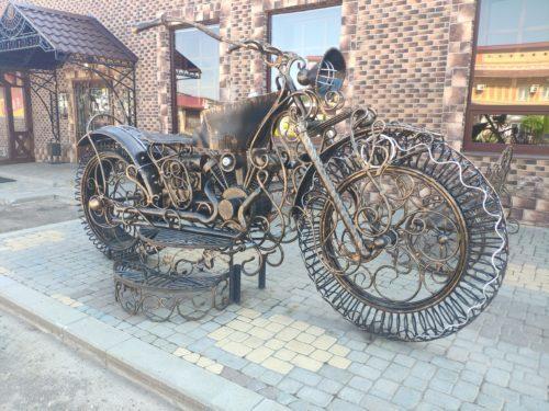 Арт Памятник Мотоциклу.