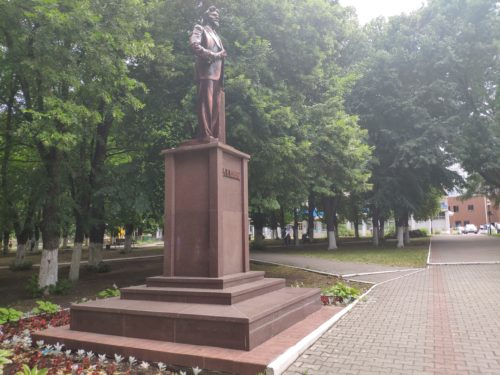 Памятник М. И. Калинину. Клинцы.