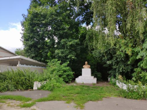 В.И. Ленин памятник в селе Павличи Клинцовского района