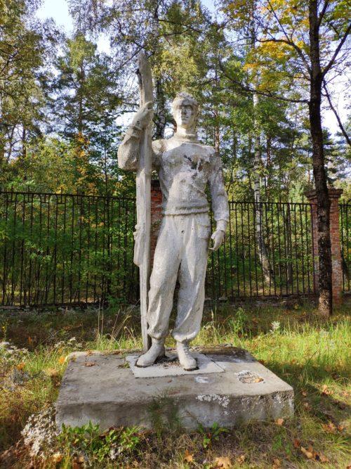 памятник лыжнику