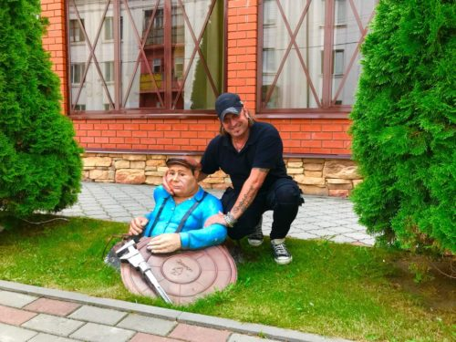 Артур Беркут фото Клинцы памятник водопроводчику