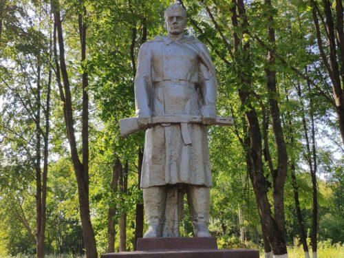 Мемориал воинам-землякам павшим в боях за Родину. Ляличи.