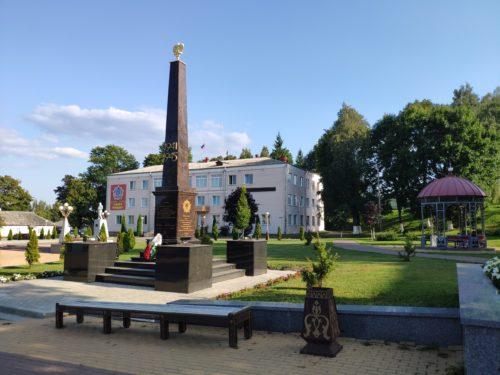 памятник партизанам Сураж