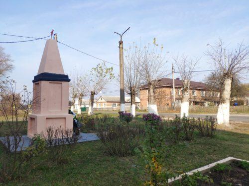 Первое Мая Клинцовский Район памятник Воинам Односельчанам
