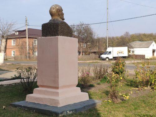 Бюст Ленина поселок Первое Мая Клинцовский Район