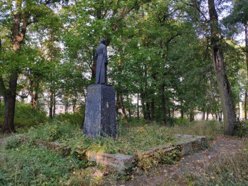 Парк Держинкого Клинцы памятник Держинскому Феликсу