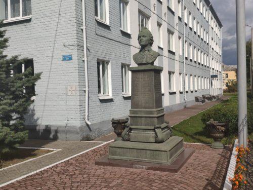 Памятник А. В. Суворову. Клинцы.