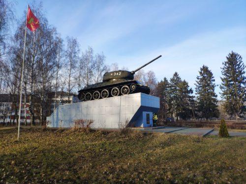 Танк в Новозыбкове. Т-34-85.