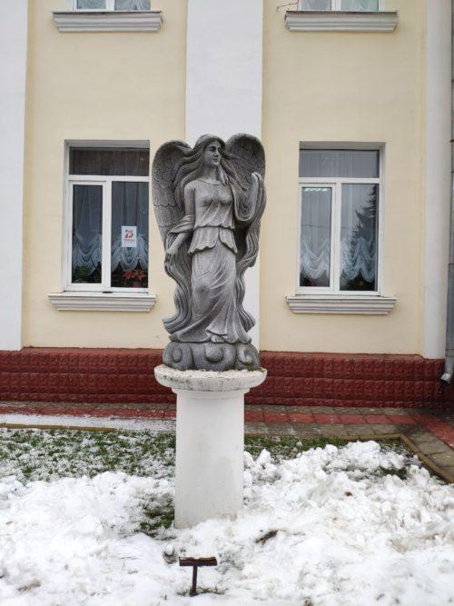 скульптура девушки с крыльями Почеп Брянская Область