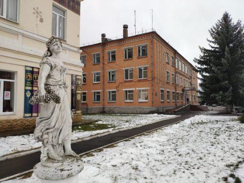 скульптура Девушки с виноградом в руках Почеп