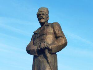 Памятник Павлу Дыбенко в Новозыбкове