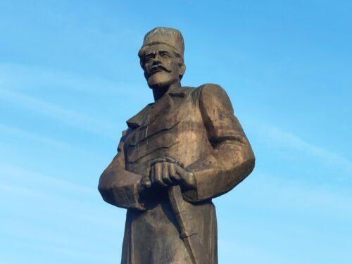Памятник Павлу Ефимовичу Дыбенко. Новозыбков.