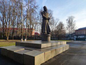 Памятник Дыбенко Новозыбков