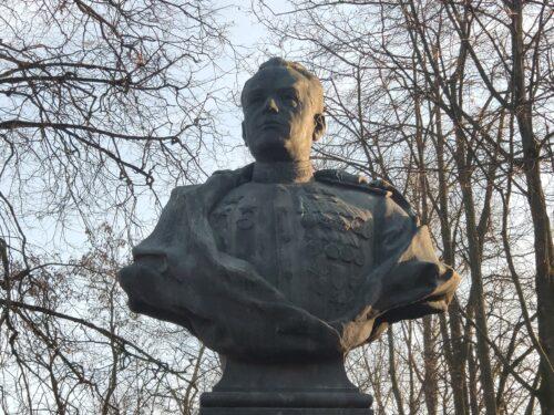 Памятник-бюст Д. А. Драгунскому. Новозыбков.
