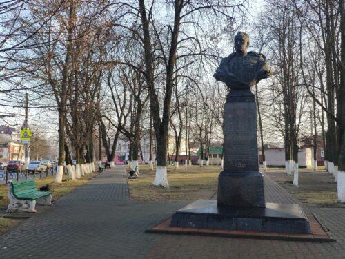 памятник Давиду Абрамовичу Драгунскому Новозыбков