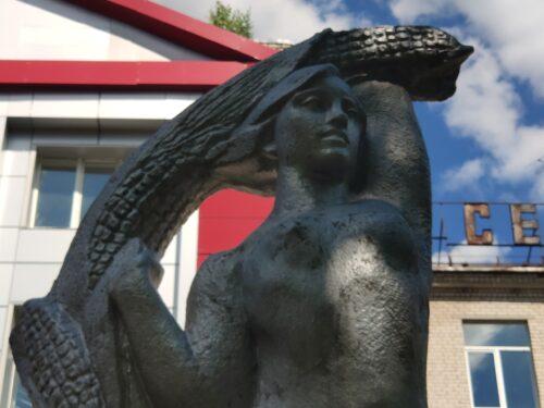 Советские скульптуры «Студенты». Новозыбков.