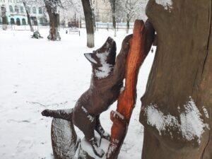 деревянная скульптура лисы