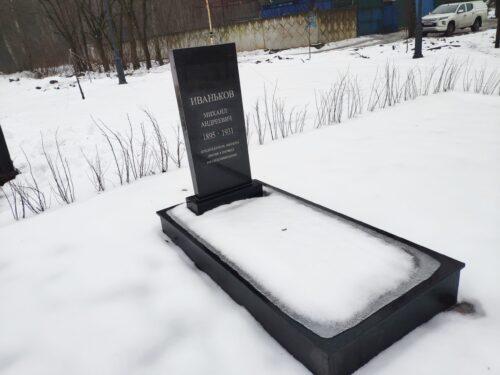 клинцы памятник первым коммунарам захоронения