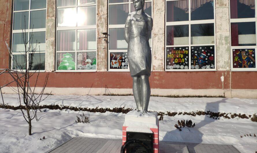 Памятник Зое Космодемьянской. Новозыбков.