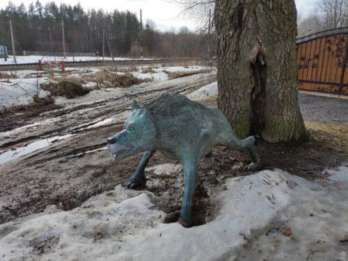 волк скульптура