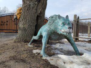 Скульптура волка