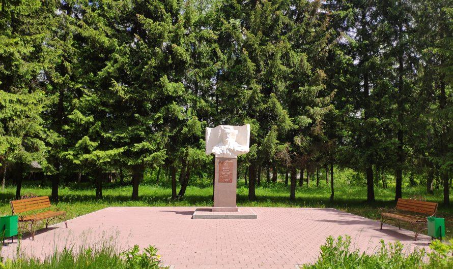Памятник Щорсу. Злынка.