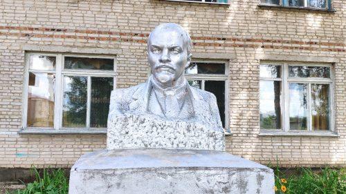 Памятник Ленину в Медвёдово Клинцовский район