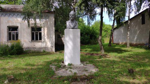 Бюст Ленина Нижнее Стародубский район