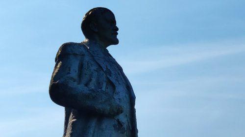 памятник Ленину в селе Воронок