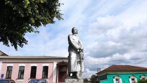 Памятник Максиму Горькому Стародуб Брянская область