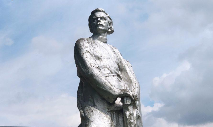 Памятник Максиму Горькому. Стародуб.